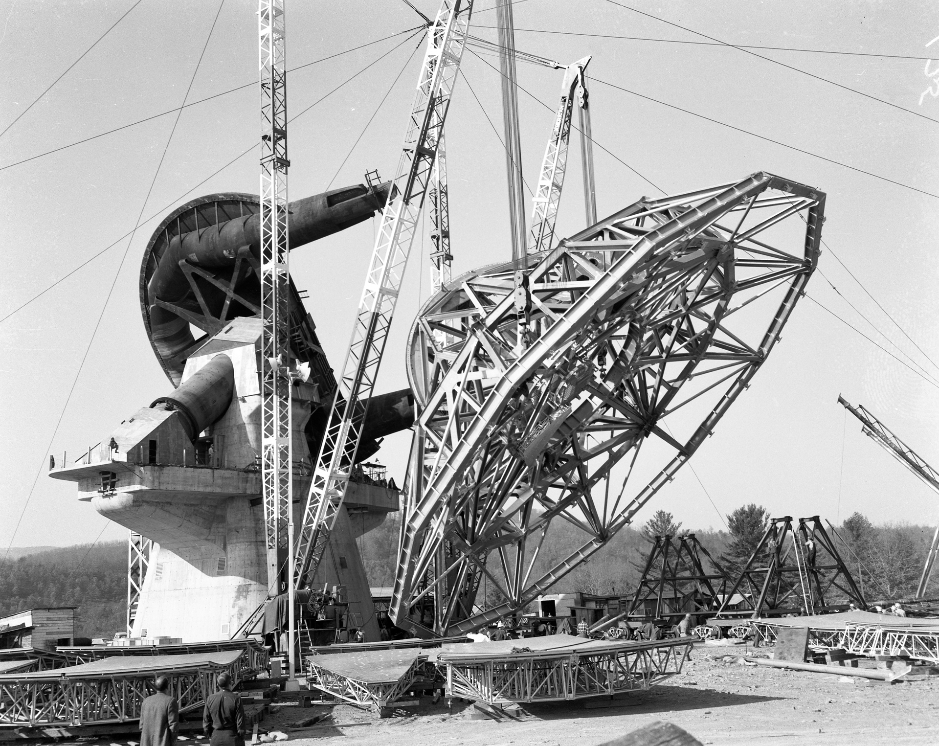 Construction of the 140-foot telescope