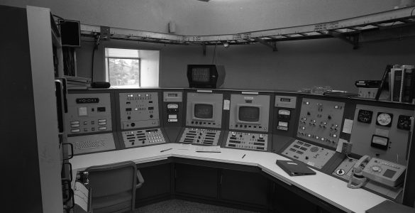 The control room for the 140-foot telescope in 1972