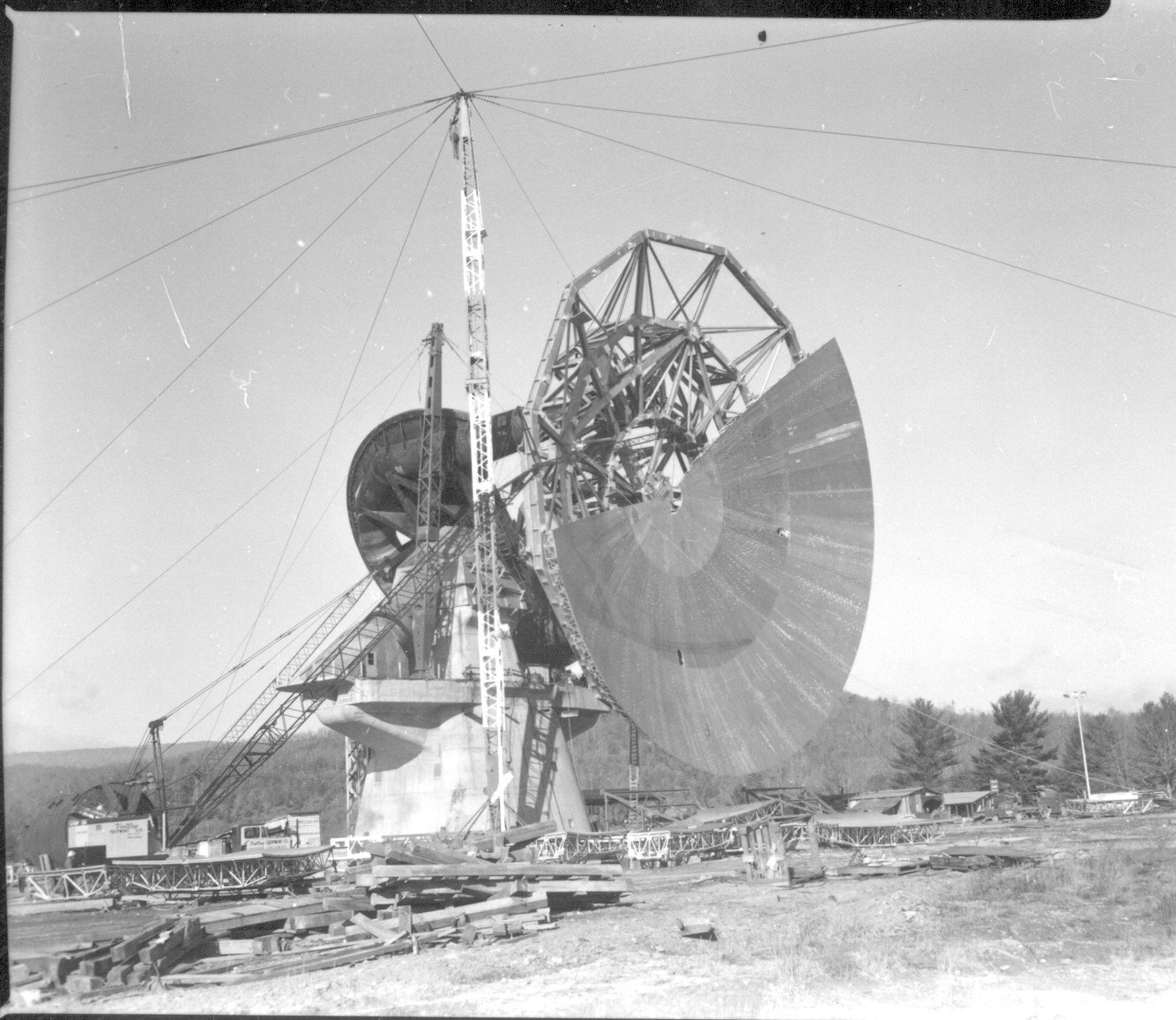 Attaching the surface panels to the 140-foot telescope