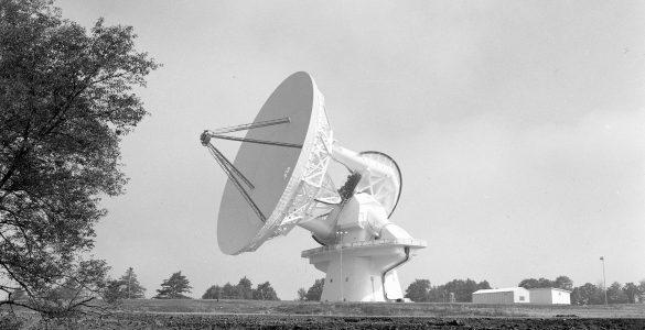 Shiny White 140-foot Telescope