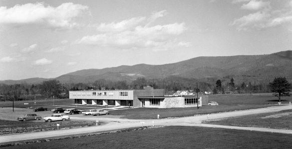 Building that housed a dormitory, cafeteria, and lounge for staff and visitors to Green Bank