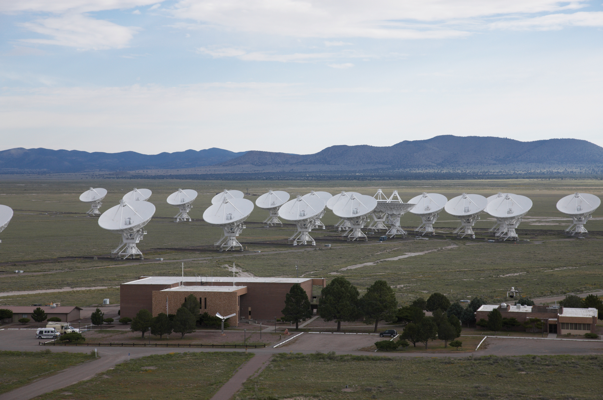 VLA antennas and the Control Building