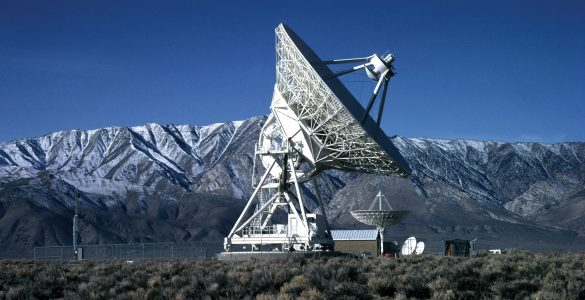 VLBA antenna in Owens Valley, California