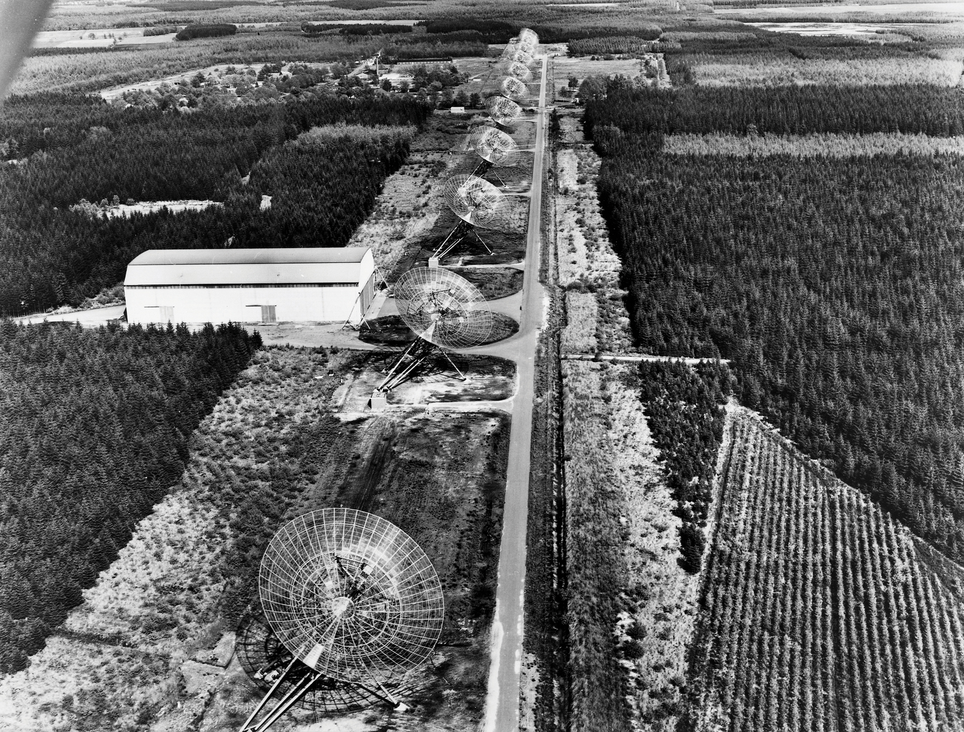 The Westerbork Synthesis Radio Telescope (WSRT)